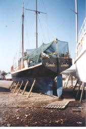 pinnace_boatyard.jpg (90261 bytes)